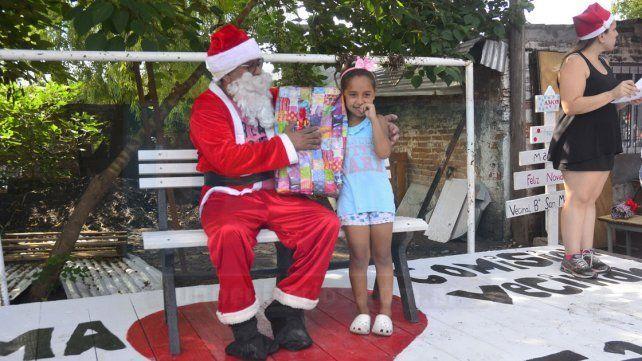 Cientos de niños y niñas tuvieron sus regalos gracias al trabajo solidario