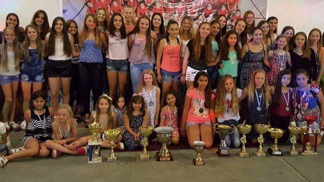 Todas las jugadoras premiadas en el encuentro que se realizó en la localidad de Valle María.