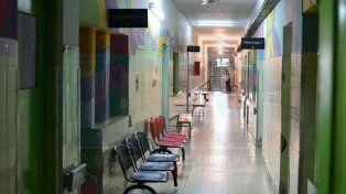 Situación difícil. En la tarde hubo momentos de angustia en el San Roque por la salud de los niños.