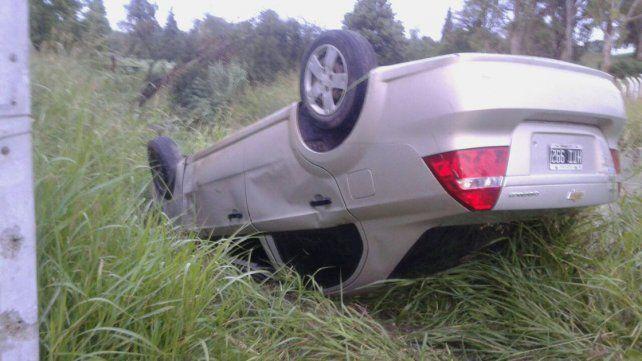 Accidente de tránsito: Casi terminan en un arroyo