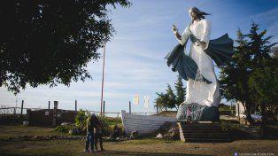 El Cristo Pescador de Diamante entre los cinco monumentos más curiosos del país