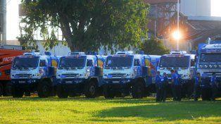 En el puerto de Santa Fe se pueden ver los vehículos que participarán del Dakar 2017.