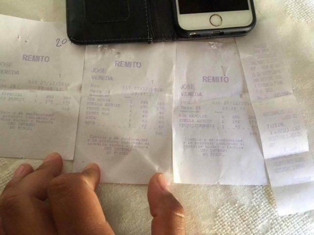 Se sentó a comer pizza en la peatonal de Mar del Plata y le dolió $ 1.650