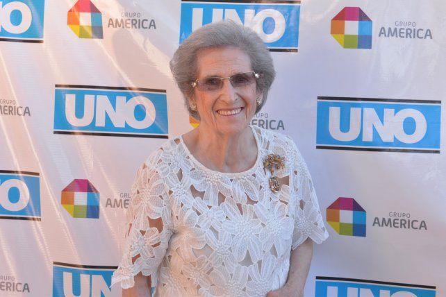 Con 92 años, enseña costura en el Mosconi