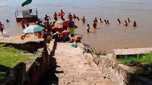 Un joven se clavó un hierro en el pie cuando se bañaba en una playa