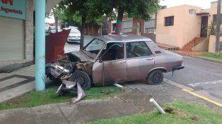 Un auto se incrustó contra una columna en Paraná