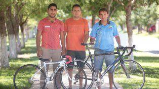 Los formadores de los chicos. Mariano David y Nahuel Espeleta son los ayudantes y Sebastián David (entrenador).