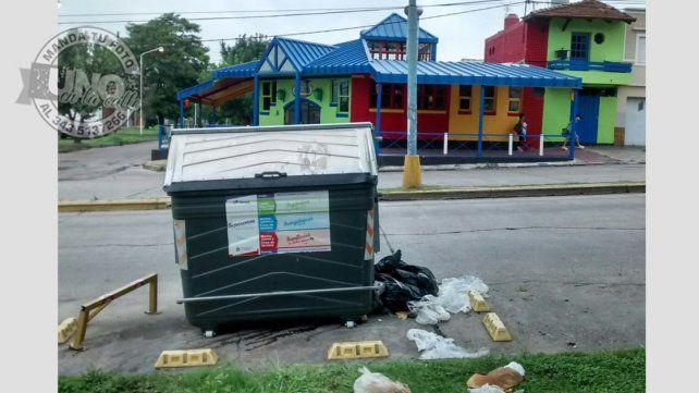 Se quejan por los desperdicios de comida que tira un bar