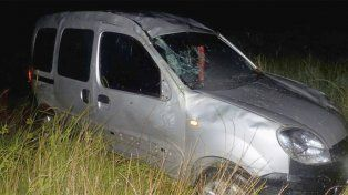 Una embarazada fue hospitalizada tras volcar un auto en la ruta nacional 14