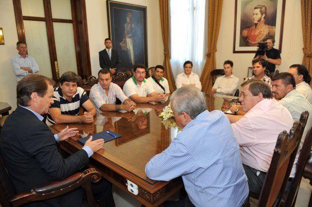 Caras largas. La reunión hoy en casa de Gobierno. Foto Cultura y Comunicación.