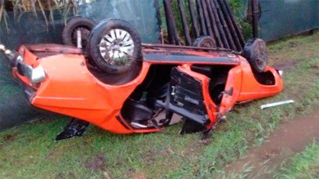 El conductor de una camioneta chocó un auto y se dio a la fuga