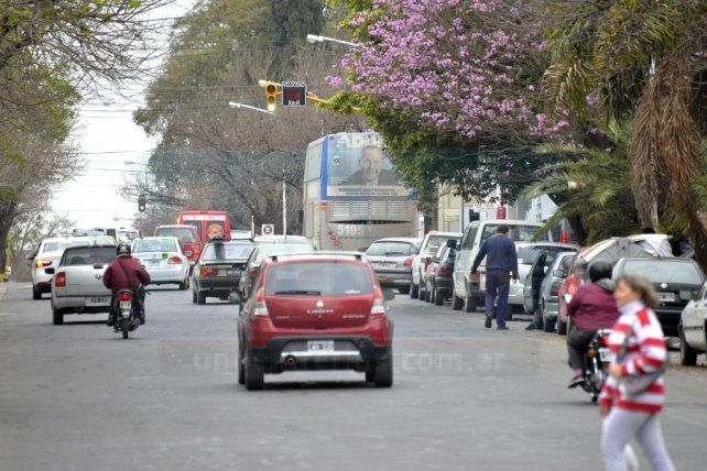 Semáforos intermitentes en calle Carbó