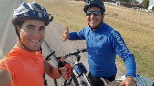 Padre e hijo pedalean para unir Entre Ríos con Ushuaia