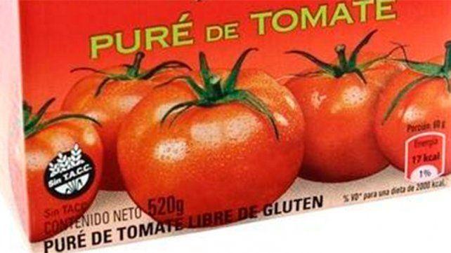 Encontró una una toallita femenina en una caja de puré de tomates