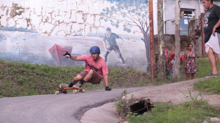 Skateboarding en el barrio de pescadores más antiguo de Paraná. FotoUNOJuan Ignacio Pereira.