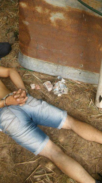 Detenido junto a los pocos pesos que se llevó de la Tómbola. Foto PER.