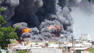 Impresionante incendio en una fábrica de colchones de Avellaneda