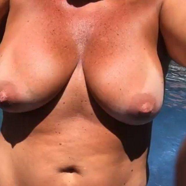 El topless de Nancy Pazos en Uruguay