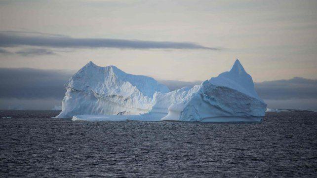 Científicos advierten que se desprenderá un inmenso iceberg de la Antártida