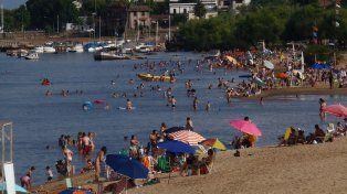 Gran afluencia en Colón. Las playas y las termas son los principales atractivos de la provincia.