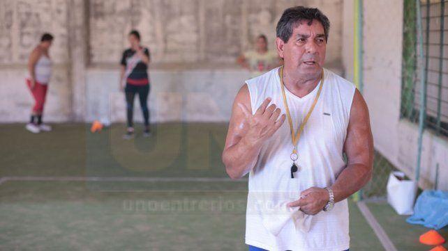 Luis Yacaré Uzin tendrá su primera experiencia al mando de un grupo femenino