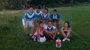 Las chicas de la V. El equipo femenino de Sportivo Urquiza disputó un amistoso ante Huracán