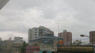 Una cortina de agua cae sobre el centro de Paraná. Foto UNO.