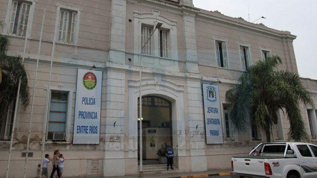 A cara descubierta, tres ladrones robaron 60.000 pesos y 5.500 dólares de una casa