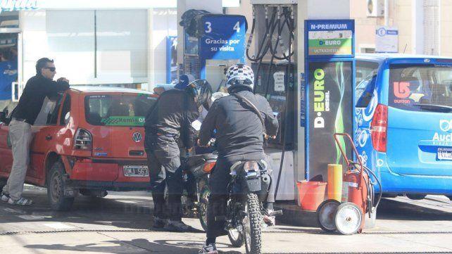 El precio del combustible aumentará cada tres meses tras la suba del 8%