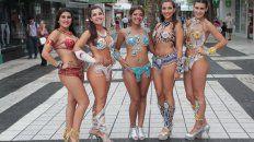 Las chicas de Gualeguay en la peatonal San Martín. Foto UNOJuan Ignacio Pereira.