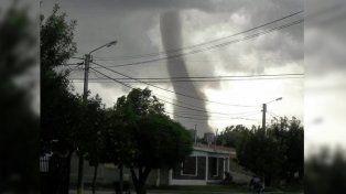 Las imágenes del tornado que causó pánico en una pequeña localidad de San Luis