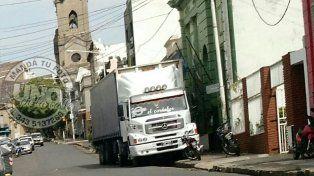 El camión en la puerta de ATE.