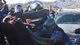 Reprimen a comunidad mapuche en un intento de desalojo en Chubut, a pedido de Benetton