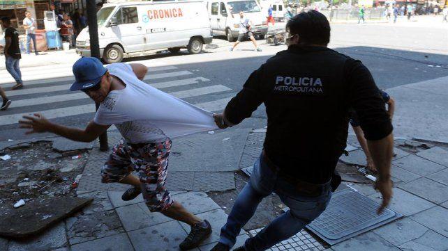 Incidentes durante el desalojo a los manteros en Once