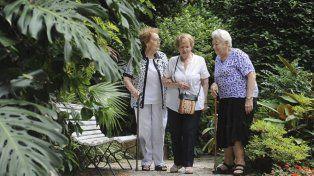 Vivir con amigos en la vejez, la tendencia mundial que suma adeptos en Argentina