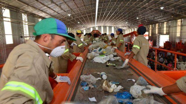 La municipalidad renovó el convenio con la cooperativa de la planta de residuos sólidos urbanos