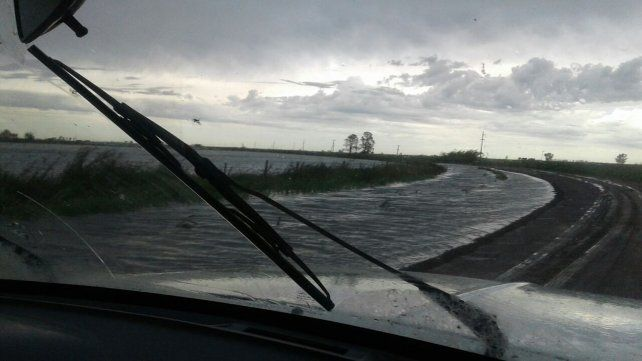 Las rutas se vuelven peligrosas y los pueblos quedan aislados. Foto UNO Santa Fe.