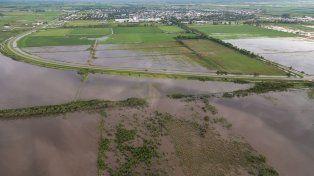La tierra no absorve el agua de la lluvia. Foto UNO Santa Fe.