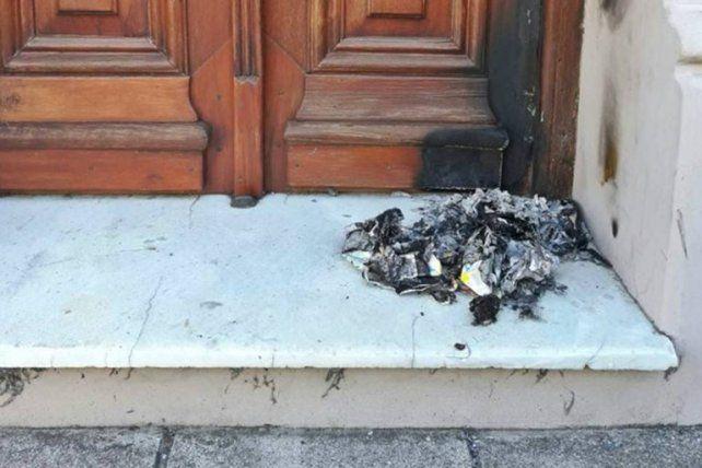 Quemaron la puerta de la casa del ex gobernador Busti