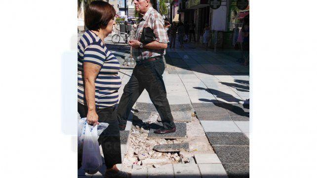 El riesgo de recorrer la peatonal de la capital entrerriana