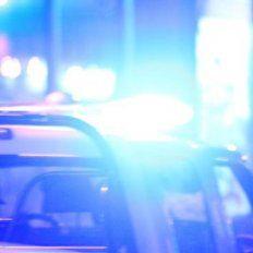 Un hombre se cubrió el rostro con el brazo y se salvó de morir