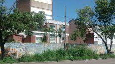 Vereda de Uader, en avenida Ramírez, la entrada a la ciudad. Una postal que da vergüenza