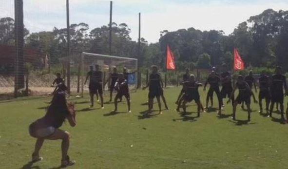 Peñarol de Montevideo entrenando de la ritmo de la zumba