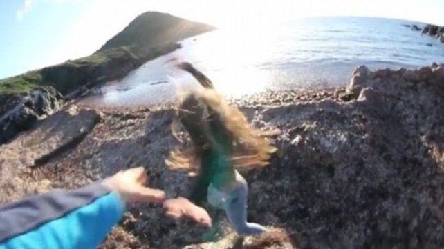 Viral misterioso: un joven tira a su novia de un barranco ¿Real o montaje?