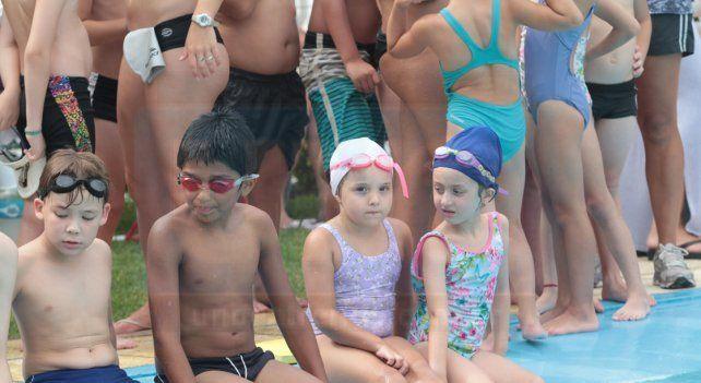Las Escuelitas de natación se reunieron en el club Talleres