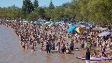 Nutrida agenda. Las ciudades programaron diferentes eventos para pasar el día en la costa del río y bailar o disfrutar de espectáculos musicales por la noche.