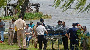 Rescate. Gelvez era llevado a tierra por prefectos y policías. Poco después hallaban a Fuchinecco.
