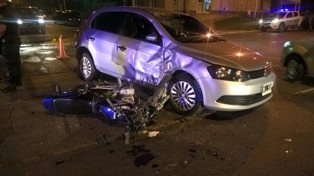 Los perseguía la Policía y chocaron con un auto