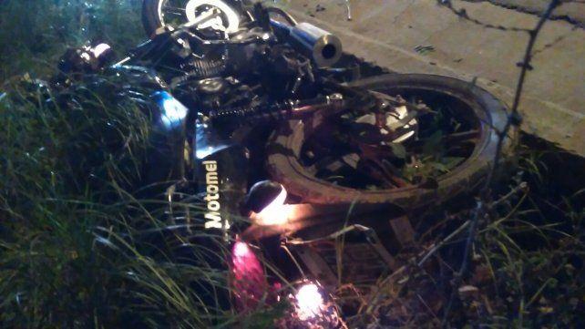 Dos jóvenes heridos tras caerse de la moto