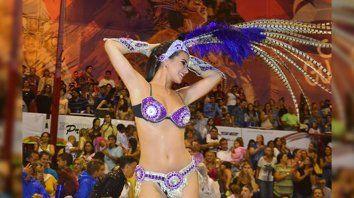 daiana arlettaz se lucio en el carnaval de gualeguay